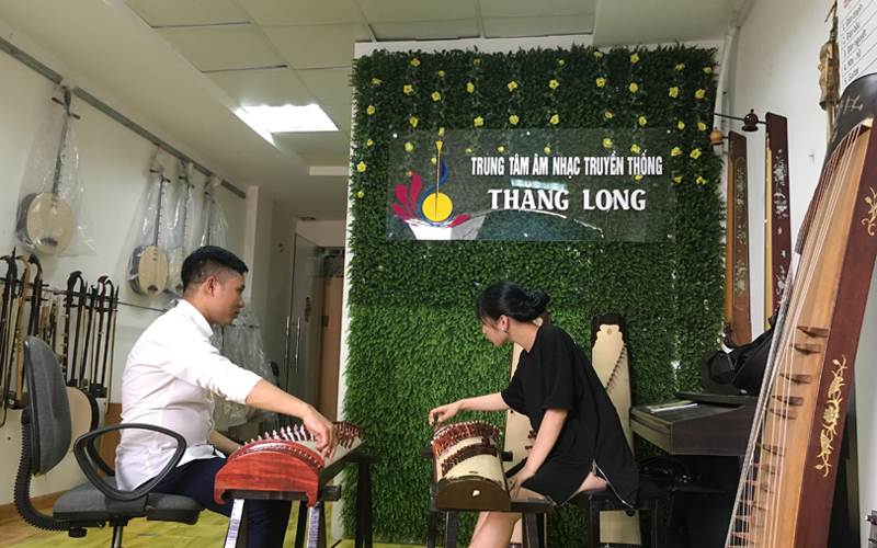 Lớp Học Đàn Tranh Tại Trung Tâm Âm Nhạc Truyền Thống Thăng Long